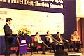 嘉宾座谈:中国的传统旅行社应如何变革以应对在线旅行社的竞争?