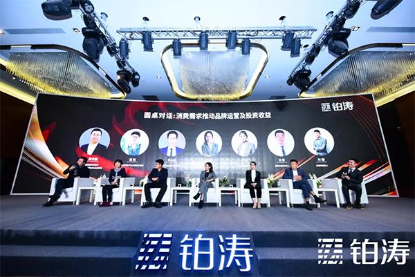 刘熠舀教你选死飞_(从左至右:孟令航,易艳,邢孔道,何小君,乔阿,刘熠,付刚)